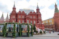 俄罗斯,莫斯科:在莫斯科街道上的复活节装饰  免版税图库摄影