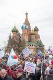 05/01/2015俄罗斯,莫斯科 在红场的示范 辛苦da 图库摄影