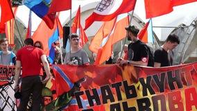 俄罗斯,莫斯科- 2016年5月9日:共产主义和左力量会议在Semyonovskaya广场的在莫斯科 股票视频