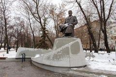 俄罗斯,莫斯科- 2016年11月08日:阿拜・库南巴耶夫的纪念碑Chistoprudny大道的 库存图片