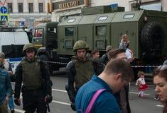 俄罗斯,莫斯科- Tverskaya街道6月12, 军事的techincs 库存图片