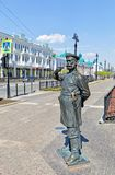 俄罗斯,鄂木斯克 19世纪的警察的雕塑 免版税库存照片