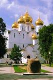 俄罗斯,雅罗斯拉夫尔市的金黄圆环 新的假定大教堂 库存图片