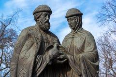 俄罗斯,雅罗斯拉夫尔市3月28日 2016年 圣徒彼得和Fevronia的纪念碑从Murom的 免版税库存图片