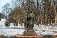 俄罗斯,雅罗斯拉夫尔市3月28日 2016年 圣徒彼得和Fevronia的纪念碑从Murom的 图库摄影