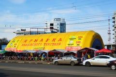 俄罗斯,雅罗斯拉夫尔市3月29日 2016年 户外公平的伊凡诺沃纺织品 库存图片