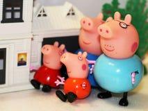 俄罗斯, Izhevsk, 2018年2月4日 Peppa猪玩具、快乐的家庭和他们的家 库存图片