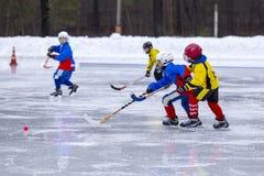 俄罗斯, KOROLEV - 2015年1月15日:三维阶段儿童的打来打去的曲棍球联盟,俄罗斯 免版税库存照片