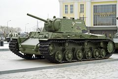 俄罗斯, VERKHNYAYA PYSHMA - 2月12日 2018年:苏联重的坦克KV-1在军用设备博物馆  免版税库存照片