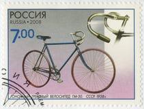 俄罗斯- 2008年:展示赛马跑道骑自行车GM-30, 1938年,系列科学的纪念碑和技术,自行车 库存照片