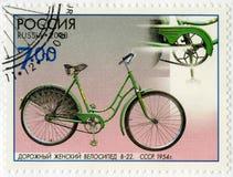 俄罗斯- 2008年:展示路女性自行车V-22, 1954年,系列科学的纪念碑和技术,自行车 免版税库存照片