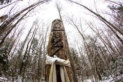 俄罗斯- 2015年11月:Perun -在森林寺庙的斯拉夫的异教的神象 库存图片