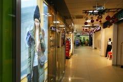 俄罗斯2 2018年1月 中心内部购物中心购物 免版税图库摄影