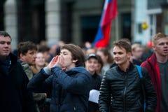 2017 - 俄罗斯10月7日,莫斯科:年轻抗议者 图库摄影
