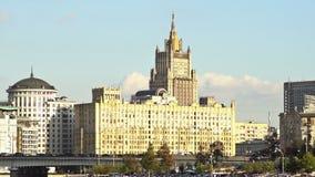 俄罗斯主楼和Novoarbatsky桥梁外交部在日落 定期流逝 UHD -4K 股票视频