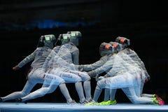 俄罗斯L的美国的Sofya Velikaya和玛丽埃尔・扎格尼斯在里约2016年奥运会的妇女` s马刀队竞争 图库摄影