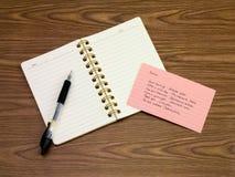 俄语;学会在笔记本的新的语言文字词 库存照片