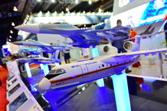 俄语Beriev是200在显示的牵牛星多用途两栖飞机模型在新加坡Airshow 免版税库存图片