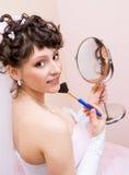 俏丽新娘的镜子 免版税库存照片