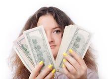 俏丽的女孩查找货币查出 免版税库存照片