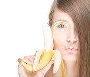 俏丽的女孩用在白色查出的香蕉。 免版税库存图片