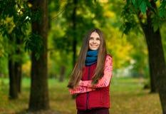 俏丽的女孩画象背景黄色的离开 免版税图库摄影