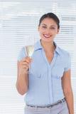 俏丽的女实业家用香槟 免版税图库摄影