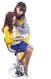 俏丽的女小学生阅读书 图库摄影