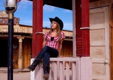 俏丽的女牛仔模型 免版税库存照片