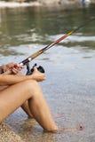 俏丽的妇女渔 免版税库存图片