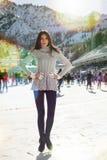 俏丽的妇女滑冰的冬天户外,微笑的脸面护理 mounta 免版税库存照片