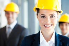 俏丽的建筑女实业家 免版税库存图片