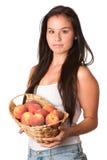 俏丽的微笑的妇女用红色桃子 图库摄影
