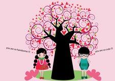 俏丽的男孩和女孩爱的在树附近 库存照片