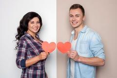 俏丽的男朋友和女朋友一起是愉快的 免版税库存照片