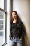 俏丽的红头发人妇女 免版税库存图片