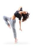 俏丽的节律唱诵的音乐样式十几岁的女孩跳跃的跳舞 免版税库存照片
