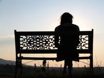 俏丽长凳的女孩 库存图片