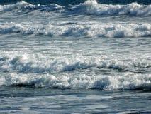 保佑与美丽的海波浪 库存图片