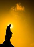 保佑的圣女玛丽亚雕象 免版税库存图片
