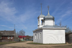 保佑的圣母玛丽亚的做法的教堂在Mokievskaya村庄, Verkhovazhsky区,沃洛格达州地区 库存图片