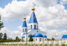 保佑的圣母玛丽亚的调解的教会在顿河畔罗斯托夫北公墓  免版税库存照片
