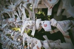 保佑的纸在Zojoji寺庙 免版税图库摄影