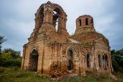 保佑的维尔京的做法的教会的被放弃的废墟 免版税库存照片
