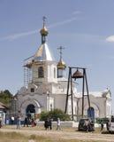 保佑的维尔京的诞生的教会在村庄  库存图片