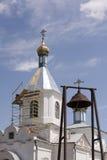保佑的维尔京的诞生的教会在村庄  免版税图库摄影