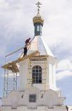 保佑的维尔京的诞生的教会在村庄  免版税库存照片
