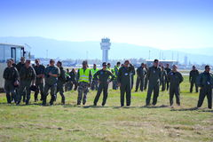 保加利亚人在airshow以后的空军队飞行员 免版税库存图片
