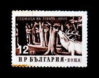 保加利亚在森林显示马鹿,一个星期在森林里,大约1957年 免版税库存照片