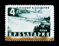 保加利亚尊敬五年计划的邮票显示水力发电的堰坝,工程师v Kolarov,大约1959年 免版税库存图片
